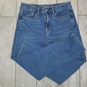 American Eagle's Outfitters blue denim mom jeans
